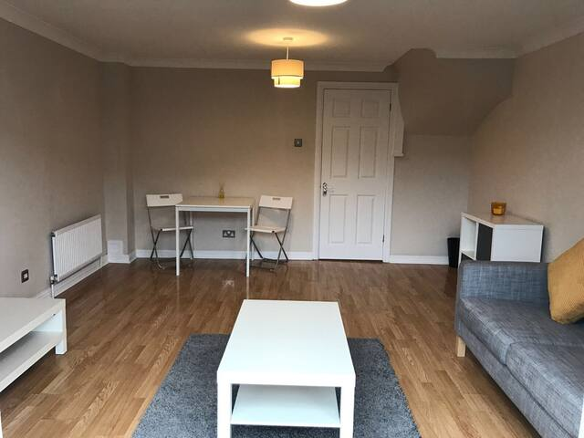 Modern apartment ideal for Bluewater