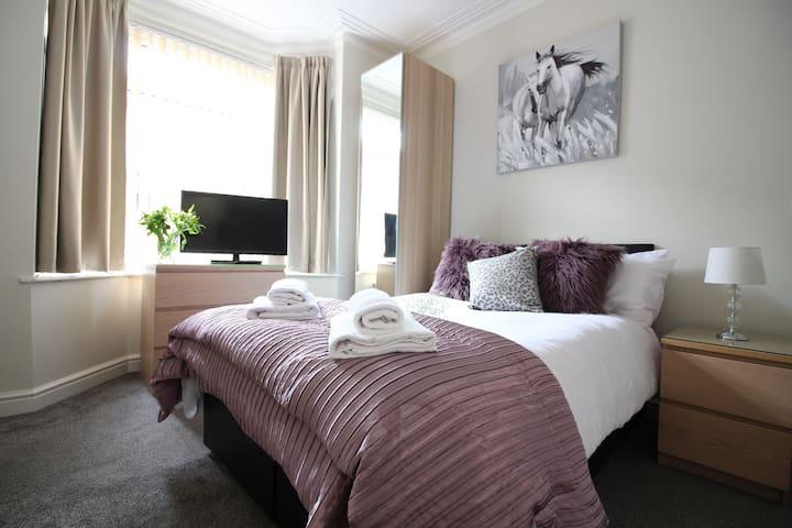 Diamond - Beechfield House Suite 1