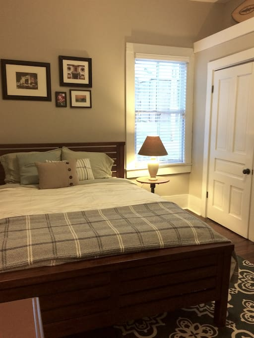 Private Bedroom - Queen Size