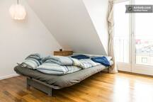 THE MEDIUM SIZE BEDROOM. The bed is 140 cm x 200 cm.
