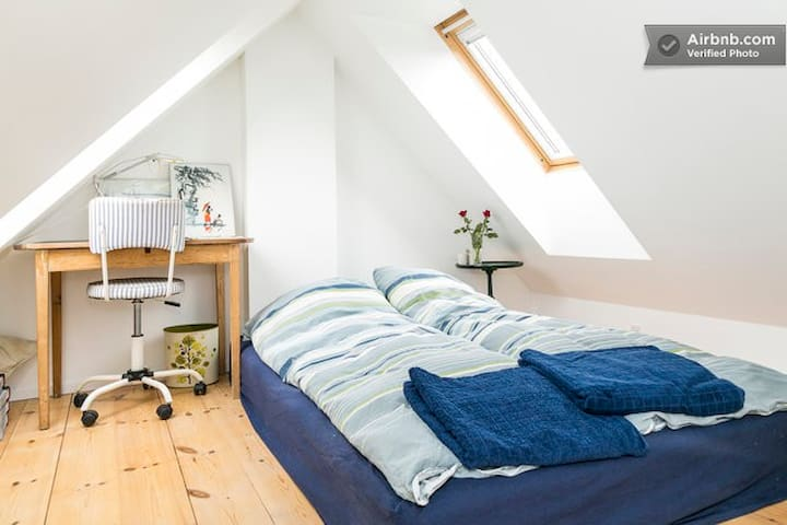 LOFT ROOM 1.