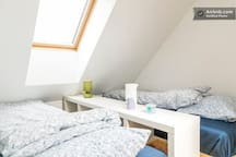 LOFT ROOM 2. Two single beds: 90 cm x 200 cm and 90 cm x 210 cm.