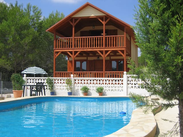 Charming country lodge, sleeps 6 - Godelleta - Talo