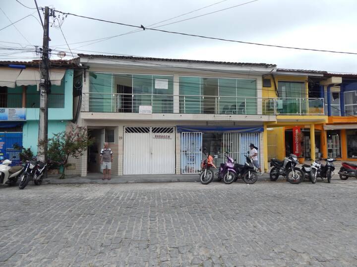 Apartamento simples ao lado do shopping