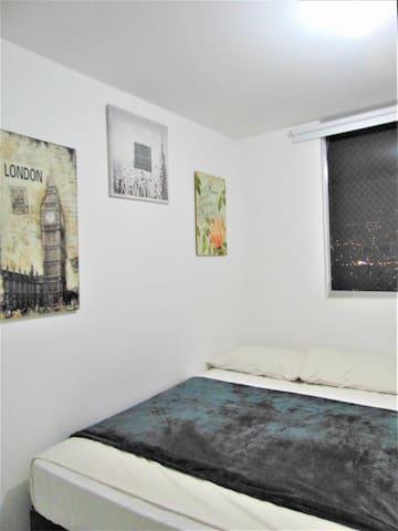 Habitación 2 con cama doble baño y closet.