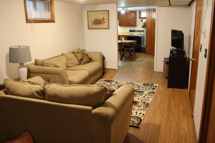 Private Basement Apartment in Coralville, Iowa - Coralville - Apartment
