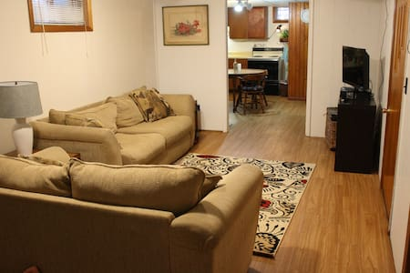 Private Basement Apartment in Coralville, Iowa - Coralville - Byt