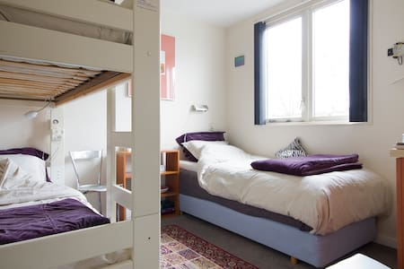 Room nearby Schiphol and CAE - Bed & Breakfast