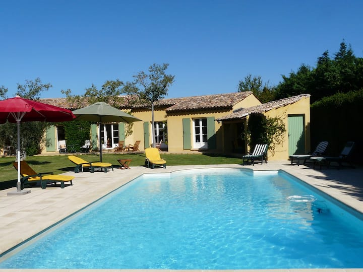 Nice family vacation house with heated swimming pool, in Mouries, Alpilles Areas 10 persons