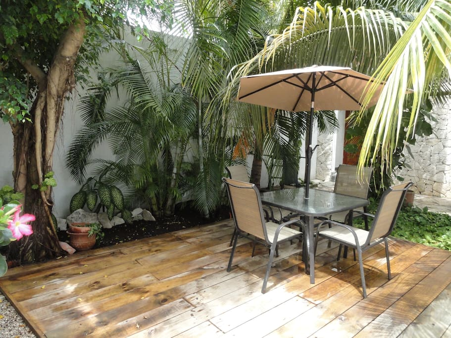The main deck: perfect place to chill out at night, drink your morning coffe or read a book.