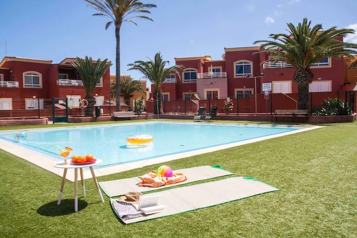 Little Paradise pool views, free wfi, sunny terrac