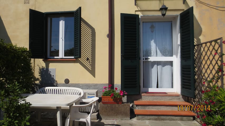 Bright & Quiet studio just outside  Florence - San Mauro - Lejlighed