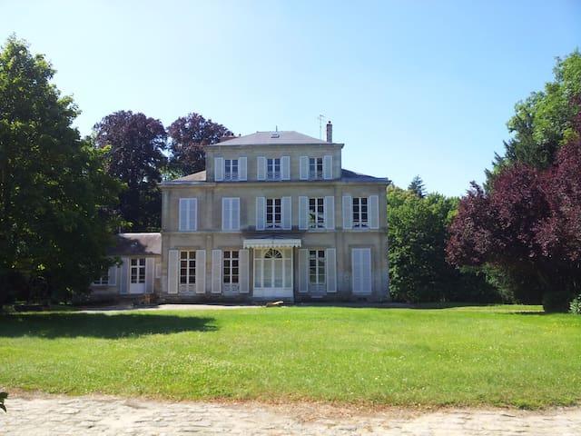 CHATEAU DE MACQUE - Betz - Kastil
