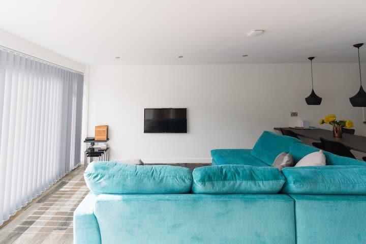 2 bedroom luxury beach apartment Millendreath