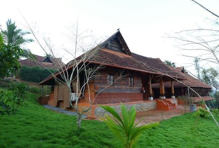 Heritage Villa (Naalukettu) Over looking forest - Wayanad