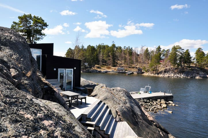 "Fabolous Sea cottage ""on"" the water - Stockholm - Stuga"