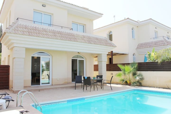Georgia villa near the beach - Paralimni - Maison