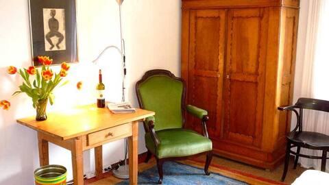 Charming quiet room near Michaelipark