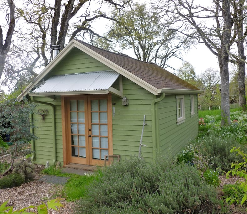 Rental Properties In My Area: The Acorn- A Tiny Woodland Retreat