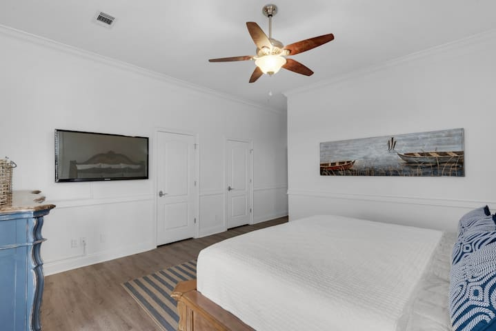 3rd floor, oceanview master suite with wall-hung flat screen tv.