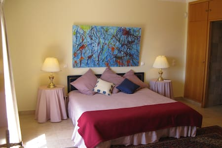Alporchinhos, B&B near Beach - Porches - Bed & Breakfast