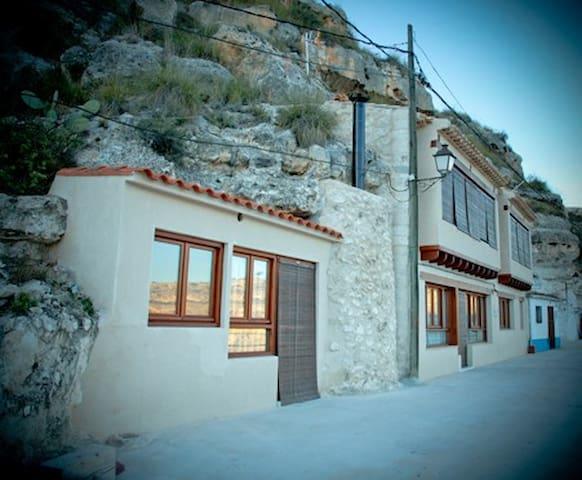 La Bodeguilla - Alcalá del Júcar - บ้านดิน