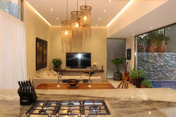 Casa Valentine Bahia - 4 bedroom house, sleeps 10.