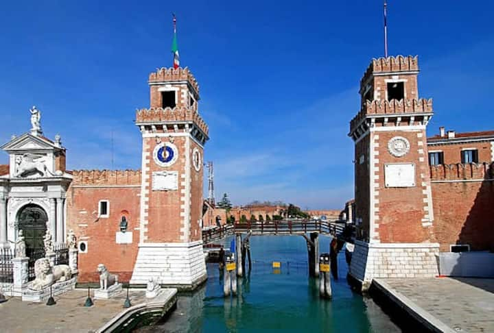 cheap small  room  in biennale-arsenale of venice