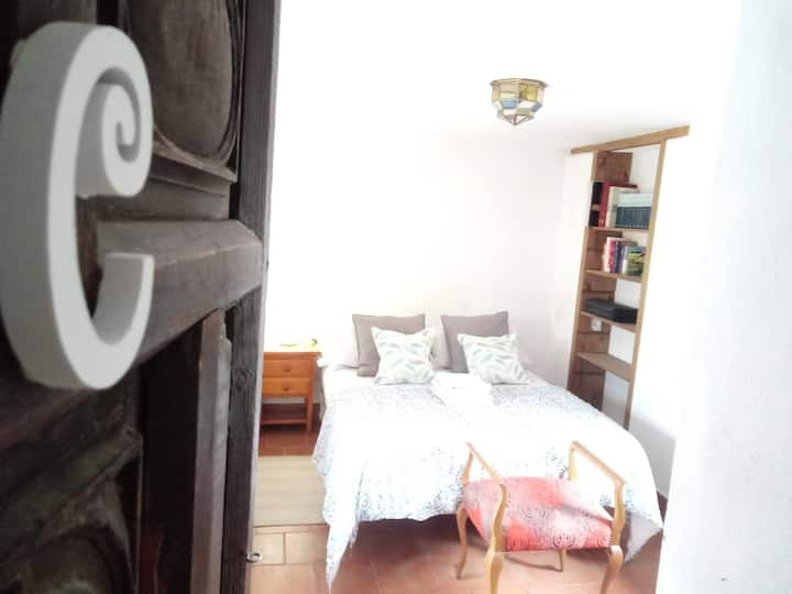 C DOUBLE ROOM/HABITACIÓN DOBLE ALBAYZIN C