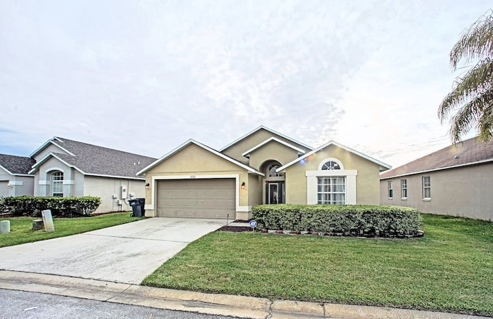 4 BED POOL HOME w/ PRIVATE POOL (235)