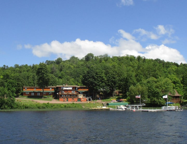 Eagle's Nest East at AJ's Walleye Lodge
