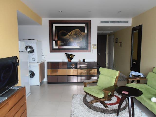 Modern apartment in central Bangkok