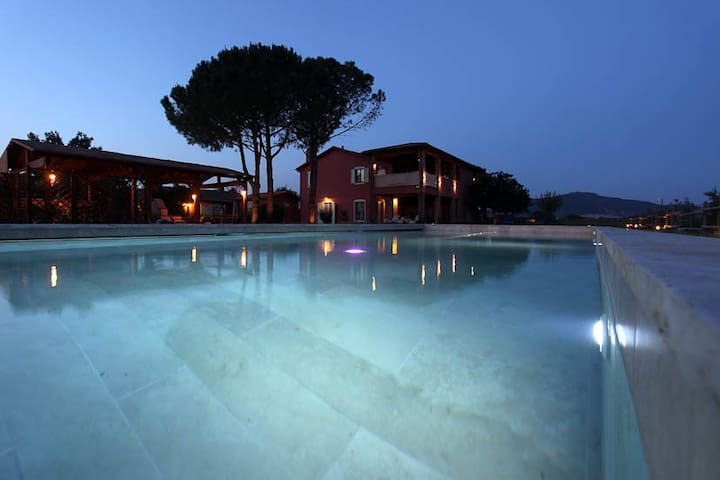 Glamour villa with apartments and swimmingpool - Grosseto