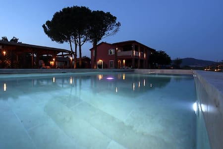 Glamour villa with apartments and swimmingpool - Grosseto - Daire