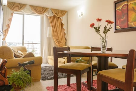 CLOSE TO THE AIRPORT - PEACEFUL PRIVATE ROOM ! - Bogota - Apartament