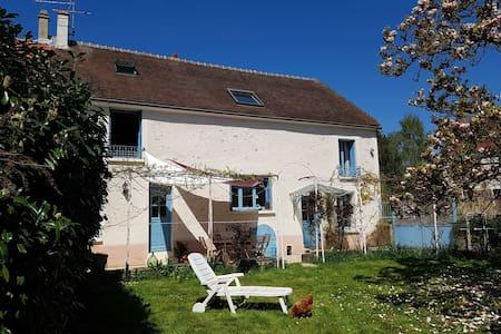 Grande maison à la campagne, à 1h10 de Paris