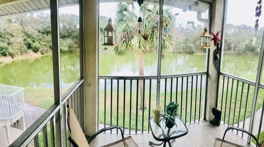 Lake Front 2BR 2BA centrally to Beaches & Disney