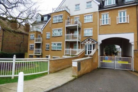 2 bed apartment with gated underground parking