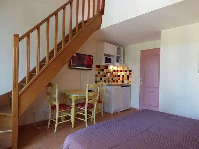 Appartement T2 avec balcon privé et vue piscine