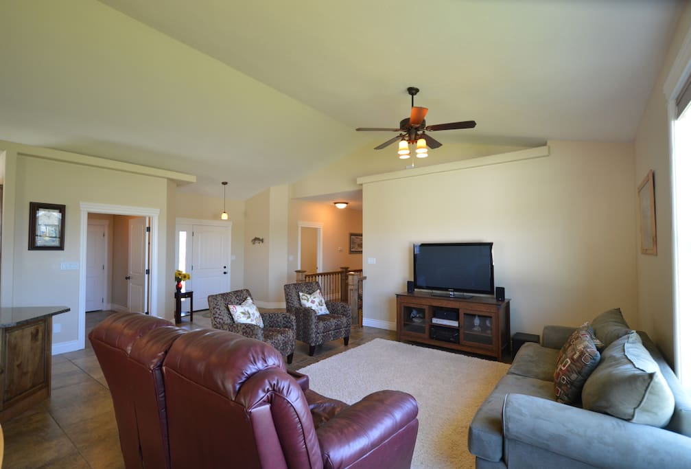 Open floor plan with tiled floor and A/C