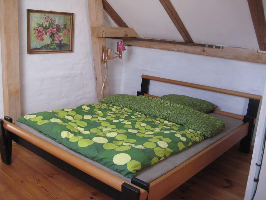 1,60 m Doppelbett bequem für zwei Menschen