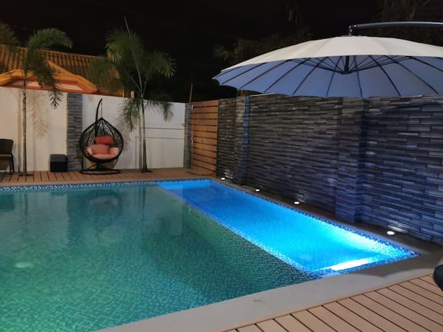 Modern J Home w/ Pool Wifi & Netflix