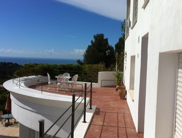 Mini-estudio in villa with view(1) - Castelldefels - Appartement