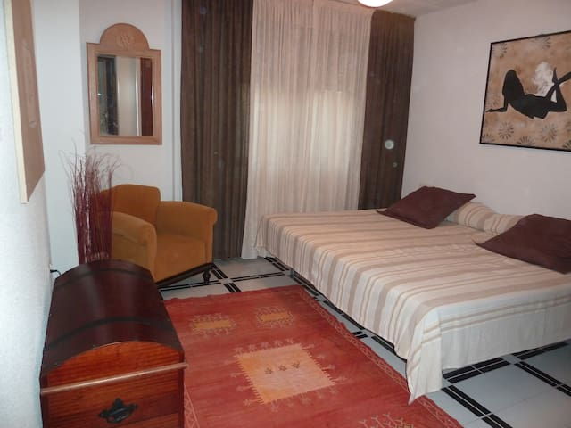 Nice room - villa pool 20mn Granada - Padul - Bed & Breakfast