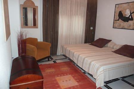 Nice room - villa pool 20mn Granada - Padul - Pousada