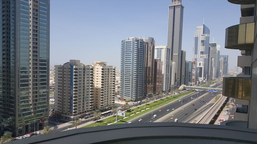 Sharing room next to financial centre metro (difc)
