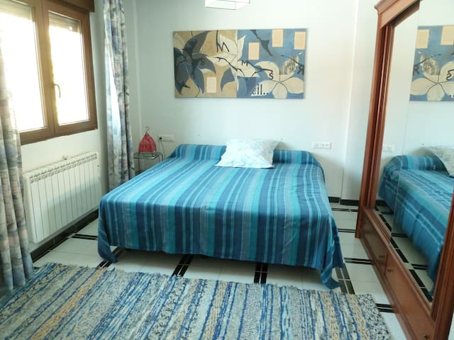 Nice room - villa pool 20mn Granada - Padul - ที่พักพร้อมอาหารเช้า
