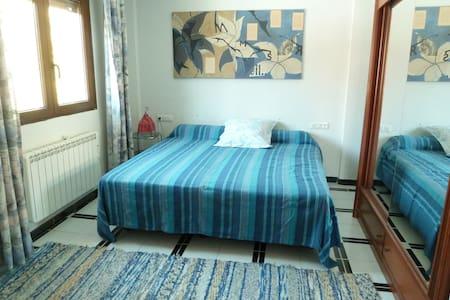Nice room - villa pool 20mn Granada - Padul - Aamiaismajoitus