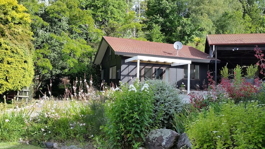 Peaceful,Private Brookside Cottage - Riwaka
