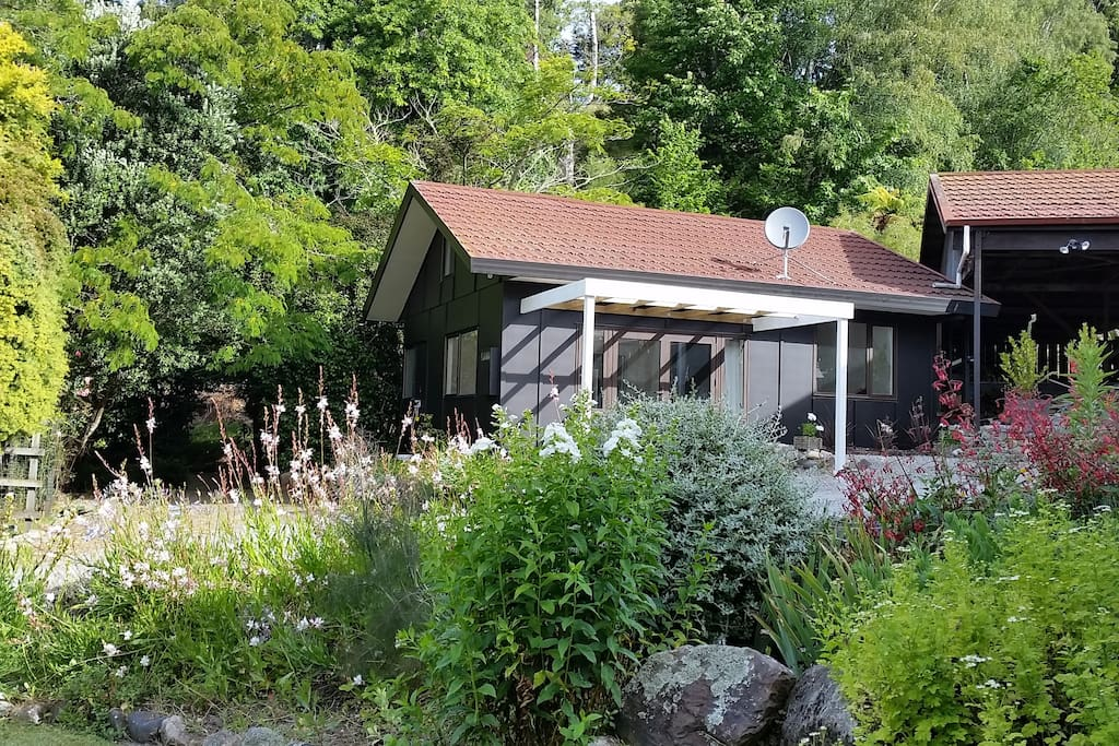 Peaceful private brookside cottage bungalows for rent in for Brookside cottages